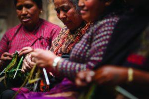 Frauen beim Stricken - Kopie